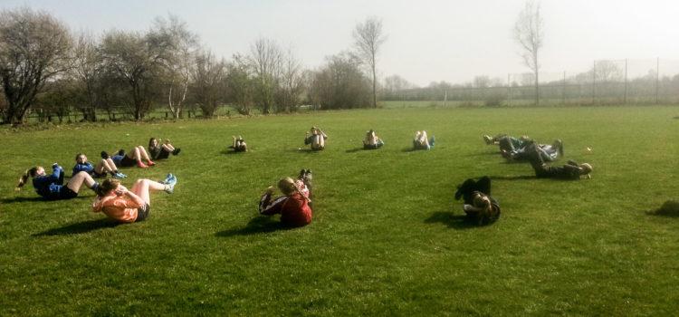 Trainingsauftakt und Sportplatzpflege